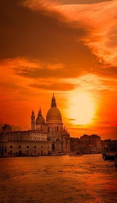 Sunset in Venice Italy, where the best sunset for you travelers? share with us! http://www.nusatrip.com/en/flights/to/venice_island_VCE