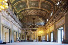 Riapre le porte al pubblico uno dei più affascinanti tesori dell'arte e della storia del nostro territorio: la Villa Reale di Monza si presenta in tutta la sua originaria bellezza al termine dei lavori di recupero e restauro del corpo centrale.
