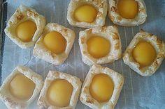 Roros Pfirsich - Blätterteig - Teilchen von Stift1 | Chefkoch.de Eggs, Pudding, Breakfast, Desserts, Food, Peach, Food Portions, Bakken, Morning Coffee