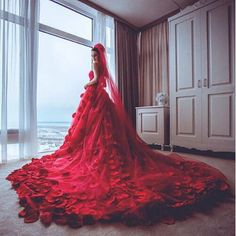 Off the Shoulder robe de mariee princesse 2016 Red Ball Gown strapless wedding dress arabic supplier Cathedral/ Royal Train