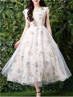 Ericdress offering cheap maxi dresses is worth your visit. Good quality maxi dresses for women on sale here, such as white floral long maxi dresses with sleeves. Lovely Dresses, Stylish Dresses, Simple Dresses, Casual Dresses, Maxi Dresses, Chiffon Maxi Dress, Lace Maxi, Frock Fashion, Fashion Dresses
