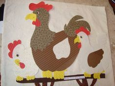 Patch apliquê confeccionado em tecido 100% algodão adesivado com entretela dupla face.    Pode ser utilizado em trabalhos de patchwork, customização de camisetas, tecidos em geral, bolsas/ecobgs, caixas de mdf, vidros, espelhos, decoração de sabonetes, de paredes e muito mais...    Para o acabamento em tecidos, faça o ponto caseado ou outro de sua preferência.    Cores: tons de bege, marrom, amarelo e vermelho R$ 21,50
