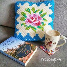 Bu desene kendini kaptıran mrs.okurgezer kırlentini de yaptı. 🙆💃 #cathkidston #crochet #crochetaddict #crochetersofinstagram #crocheter #crossstitch #xstitch #xstitchersofinstagram #crossstitching #c2c #cornertocorner #corner2corner