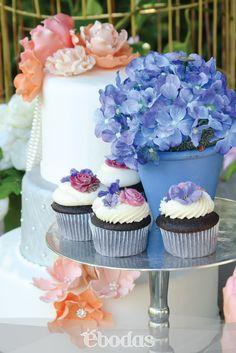 #Cupcakes #WeddingCakes Personaliza tu barra de postres con tus colores tema y estilo.