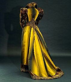 Tea gown, by Emile Pingat, ca. 1892. National Gallery of Australia  Will post a photo of the front if I find it.