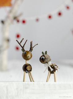 Nature Crafts Make Acorn Deer Acorn Crafts, Pine Cone Crafts, Diy Christmas Ornaments, Holiday Crafts, Fall Crafts For Kids, Diy For Kids, Weekend Activities, Nature Crafts, Craft Gifts