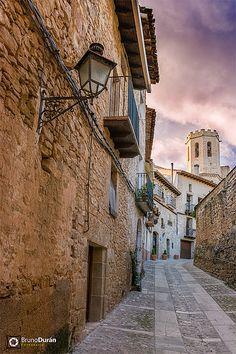 Paseando una tarde de verano en Valderrobres Teruel  (Matarranya) Aragón  Spain| por Bruno Durán