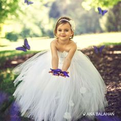 Look at this adorable flower girl dress! Just the magic dress for a little princess! #tutudress #flowergirldress #flowergirl #whitetutu #anabalahan