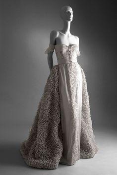 50 años de Valentino Vestido romántico de seda, spring-summer haute couture 1995