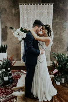 This wedding inspo is perfect for fall | Image by Sarah Joy Photo