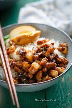 台灣ごはん Taiwanese Cuisine: 魯肉飯 lu rou fan-Taiwanese braised pork over rice Clean Eating Soup, Clean Eating Recipes, Cooking Recipes, Taipei Food, Taiwanese Cuisine, Taiwanese Recipe, Braised Pork Belly, Pork Belly Recipes, Asian Cooking