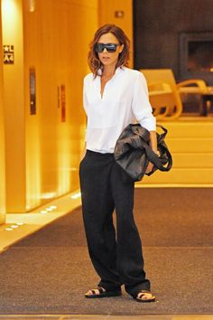 Victoria Beckham Swaps Her Stilettos for Flat Sandals in a Chic Androgynous Look The designer stepped out in New York Wednesday wearing a more low-key look during NYFW. Victoria Beckham Outfits, Victoria Beckham Style, Victoria Beckham Fashion, Look Fashion, Fashion Outfits, Womens Fashion, Androgynous Look, Spice Girls, Mode Vintage