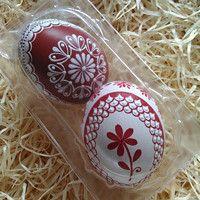 Pár kraslic tón v tónu-červená / Zboží prodejce ZS-relief Egg Decorating, Handmade Ornaments, Easter Eggs, Wax, European Countries, Crafty, Scrambled Eggs, Christmas Ornaments, Czech Republic