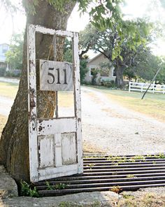 An old door posing as a house number frame. By Pennington Point via HomeTalk This would work for that old door. Old Windows, Windows And Doors, Old Screen Doors, Front Doors, Outdoor Projects, Outdoor Decor, Diy Projects, Driveway Entrance, Driveway Sign