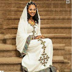 #beautifulhabeshaculture #ethiopiantraditionalweddingdress #eritreanfashion #besthabeshakemis #ethiopianhandmadeclothing #konjohagerlebs #newtraditionalkemis #redhabeshakemis #cloths #handwoven #zurya