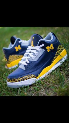 e81327a56a4 118 Best Michigan Shoes images in 2019