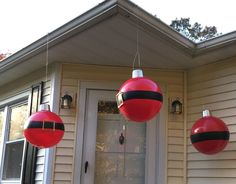Why the neighbors are cracking up at this giant bouncy ball porch idea http://www.hometalk.com/24073606/giant-bouncy-ball-ornaments?se=fol_new-20161112-1&date=20161112&slg=824887c9c1d802a7432a15ab3aac6ffc-1110481