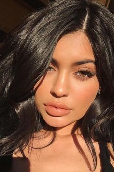If you want to get Kylie's selfie-perfect lashes.. PREVENT SMUDGING : ⭐️- apply WATERPROOF MASCARA on BOTTOM LASHES ⭐️ Patrick Ta's Best Makeup Tips (Teen Vogue 7-17)
