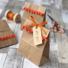 Halloween party bags made easy - Jane Means Goodie Bags For Kids, Goody Bags, Party Favor Bags, Diy Party Bags, Creative Gift Wrapping, Creative Gifts, Gift Wrapping Ideas For Christmas Ribbon, Birthday Gift Wrapping, Wrapping Gifts