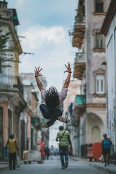 (Cuba, the ballet) Omar Z. Robles From the artist: Over the past two years I've devoted my work almost exclusively to photographing ballet dancers within urban. Dance Photography Poses, Dance Poses, Street Photography, Cuba, Street Dance, Shall We Dance, Lets Dance, Modern Dance, Dancers Among Us