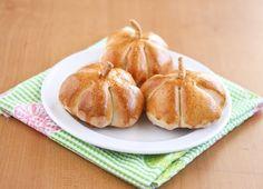 pumpkin shaped rolls! cutiee