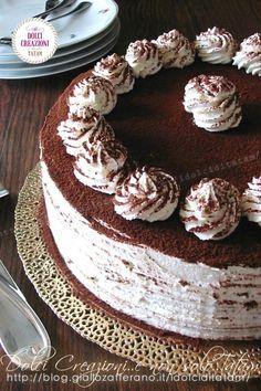 TORTA TIRAMISU' SENZA UOVA CRUDE, sorprendentemente soffice e composta da stati alternati di morbido pan di Spagna e #crema la #mascarpone, aromatizzati da #caffè e #rum per un connubio di profumi e sapori davvero irresistibili.  #tiramisu #torta #dolci #senzauova #dessert #tortadicompleanno #party #videoricetta #cake #videorecipe #recipe #food #idolciditatam Tiramisu Cake, Food Videos, My Recipes, Food Photography, Dishes, Sweet, Desserts, Latest Video, Cream
