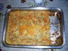 Ingredientes:4 ovos1 xícara de leite1 repolho pequeno picado1/2 pacote de queijo ralado1/2 cebola picada ou ralada6 colheres de farinha de trigoSal a gosto1 sardinha enlatada1/2 lata de milho verde...