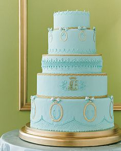 Merry Little Christmas: Tiffany blue and gold wedding cake. Pretty Cakes, Beautiful Cakes, Tiffany Blue, Gold Luster Dust, Blue Gold Wedding, Cake Piping, Monogram Cake, Gold Cake, Aqua Cake