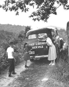 "Rural ""Free Library Service"" Bookmobile in Virginia in the Little Free Libraries, Little Library, Free Library, Library Books, Library Week, Vintage Library, Vintage Books, Vintage Photos, Antique Books"