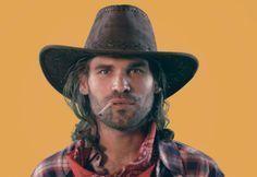 Surprise Surprise dans 4 jours...  Whaou quel beau Cowboy ! Mais toujours la même question, que fait il sur le mur Facebook de @MiMüNiZ ...?