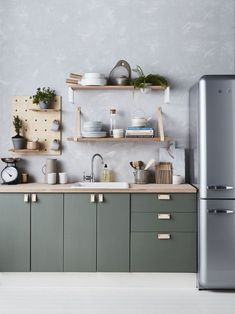 Green kitchen cabinets make us feel comfortable. Nature's dominant color, green has a soothing result.