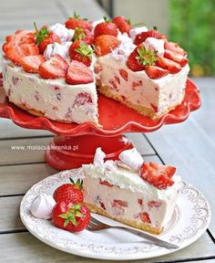 Desserts Recipes A simple cold cheesecake with strawberries Easy Cake Recipes, Sweet Recipes, Cookie Recipes, Dessert Recipes, Polish Desserts, Polish Recipes, Delicious Desserts, Yummy Food, Just Cakes