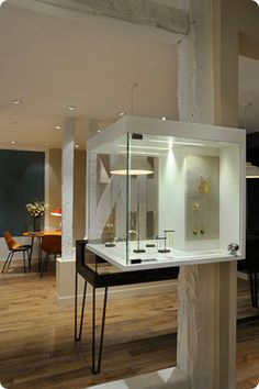 WHITEbIRD | exclusive designers fine jewellery store in Paris