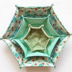 Two Pretty Fabric Trays for Odds and Ends - Quilting Digest - Hexagon Fabric Tray Tutorial Best Picture For fabric crafts for kids For Your Taste You are looki - Sewing Hacks, Sewing Tutorials, Sewing Crafts, Sewing Tips, Tutorial Sewing, Fabric Basket Tutorial, Christmas Crafts Sewing, Purse Tutorial, Handmade Christmas