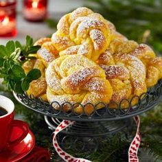 Saffransknutar med vit choklad - Hemmets Journal must get this translated properly Christmas Sweets, Christmas Baking, Swedish Recipes, Bagan, Challah, Croissants, Food Inspiration, Sweet Tooth, Food Porn