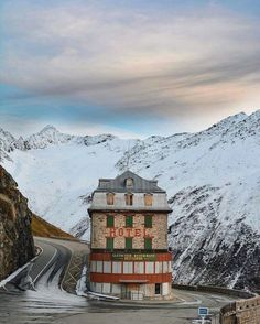 People Share Pics Of Real-Life Locations That Look Like They're Straight Out Of A Wes Anderson Movie / Hotel Belvédère Near The Rhône Glacier, Switzerland Wes Anderson Films, Accidental Wes Anderson, Wes Anderson Style, Moonrise Kingdom, Grand Hotel Budapest, Location Scout, Vida Real, Plein Air, Architecture