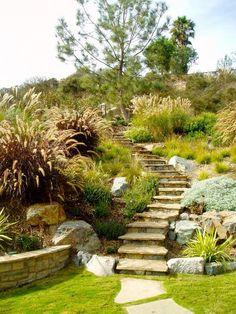 Idée de jardin en pente.