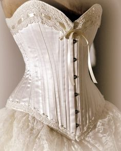 Ivory Wedding Dress- Silk corset and bustle skirt, Victorian Weddings from LaBelleFairy on Etsy. Vintage Corset, Victorian Corset, Victorian Fashion, Vintage Dresses, Vintage Outfits, Victorian Dresses, Victorian Era, Wedding Dress Silk, Wedding Dress Styles
