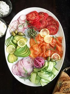 smoked salmon platter presentation ingredient vodka Drink vodka Drink Seafood Appetizers Seafood Appetizers Appetizers Appetizers for a crowd Appetizers parties Drink easy Drink low calorie Drink recipes Drink simple Appetizers For A Crowd, Seafood Appetizers, Holiday Appetizers, Party Appetizers, Brunch Recipes, Appetizer Recipes, Brunch Food, Sunday Brunch, Recipes Dinner