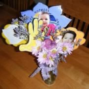 Mothers Day Hand and photo bouquet Mother's Day Bouquet, Photo Bouquet, Projects For Kids, Crafts For Kids, School Projects, Preschool Gifts, Preschool Ideas, Catholic Crafts, Fathers Day Crafts