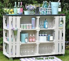 table for garden - 16 ideas for decorative and useful garden table Bar table for garden - 16 ideas for decorative and useful garden table Bar table for garden - 16 ideas for decorative and useful garden table DIY outdoor bar 14 Outdoor Projects, Pallet Projects, Garden Projects, Diy Projects, Pallet Ideas, Diy Pallet Bar, Diy Garden Bar, Garden Table, Garden Design