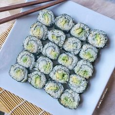 Avocado sushi is simplicity at its finest👌🏻. Zucchini, Health And Wellness, Sushi, Avocado, Vegetables, Eat, Ethnic Recipes, Instagram, Food
