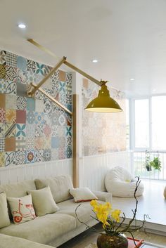 Интерьеры – Яркая квартира для семьи с ребенком в центре Ханоя: декоративная плитка в стиле петчворк, желтая лампа, гостиная. living room, patchwork tile, yellow lamp