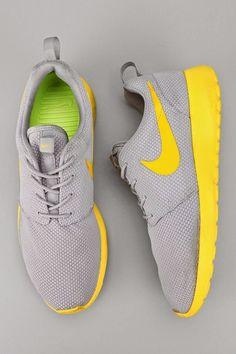 Nike Roshe Run Sneaker | Portugal Design Lab