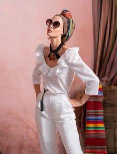Вдохновением для новой летней коллекции от Alena Goretskaya стала Африка. Это яркая цветовая палитра, смешение стилей, анималистические и этнические принты, натуральные материалы, фурнитура и, конечно, авторские аксессуары, которые дополнили и завершили образы, ярко отражающие стиль коллекции #alenagoretskaya #аленагорецкая #лето2020 #летнийобразженский #летнийобраз #тренды2020 #мода2020 #летнийобразнаработу #весна2020 #африка #образналето #платье #аксессуары2020 #аксессуар #топ #брюки…