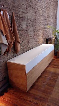 Mueble para TV con 4 cajones realizado en paraíso combinado con laca poliuretanica blanca!! Divino!!