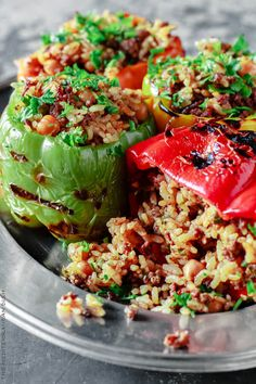 Stuffed Bell Pepper Recipe with Rice, Spiced Ground Beef and Chickpeas. A delicious Mediterranean twist on stuffed bell peppers! Simple recipe with step-by-step photos. Ways To Eat Healthy, Heart Healthy Recipes, Healthy Eating, Healthy Meals, Easy Mediterranean Diet Recipes, Mediterranean Dishes, Mediterranean Style, Meal Prep For The Week, Cooking Recipes