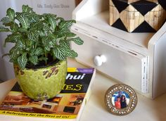 How To Feng Shui Your Desk: Want to improve your chances for prosperity, recognition, career, health and relationships? Just rearrange the stuff on your desk! Marriage Relationship, Relationships, Feng Shui Your Desk, Home Projects, Projects To Try, Fire Element, Metal Pen, Family Roots, Neat And Tidy