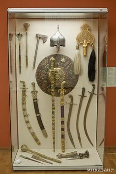 Swords And Daggers, Knives And Swords, Antique Display Cabinets, Persian Warrior, Damascus Sword, Indian Sword, Martial Arts Weapons, Types Of Swords, Ninja Weapons
