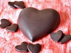 chocolate heart filled with coconut cream Chocolate Hearts, Coconut Cream, Valentines, Sugar, Candy, Cookies, Desserts, Recipes, Food